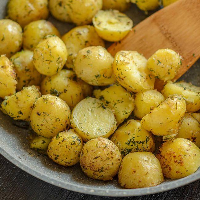 MeniuFamilie.ro by Elegant Catering - Cartofi noi la tavă cu rozmarin