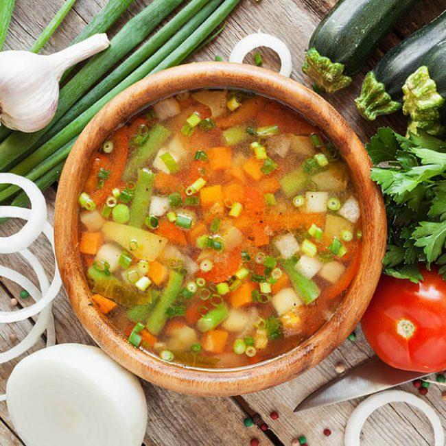 MeniuFamilie.ro by Elegant Catering - Ciorbă cu legume și verdețuri de primăvară
