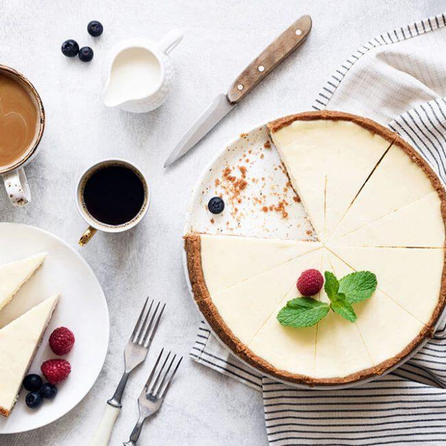 MeniuFamilie.ro by Elegant Catering - Cheese cake cu sos din fructe de pădure