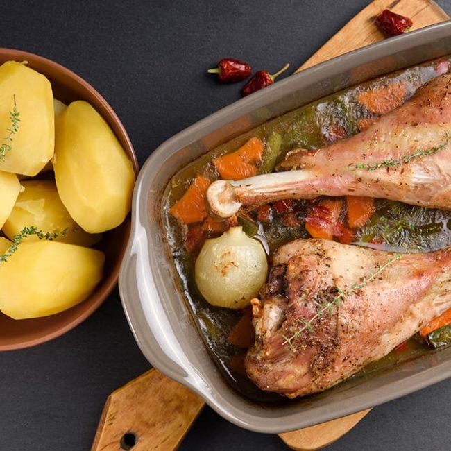 MeniuFamilie.ro by Elegant Catering - Pulpe de curcan la cuptor cu cimbru, vin alb și rozmarin